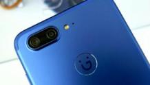 金立S10(靛灰蓝)图赏:外观设计时尚,还配备了四个摄像头?