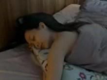 熊小白讲故事:《奇幻夜-枕妖》美女失眠严重,买新枕头竟招来妖邪!